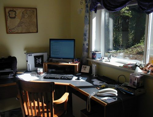 How to Create a Compact, Efficient Home Office on a Shoe String Budget
